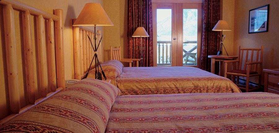 canada_big-3-ski-area_banff_brewesters_mountain_lodge_bedroom.jpg